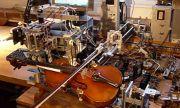 Robot svira violinu