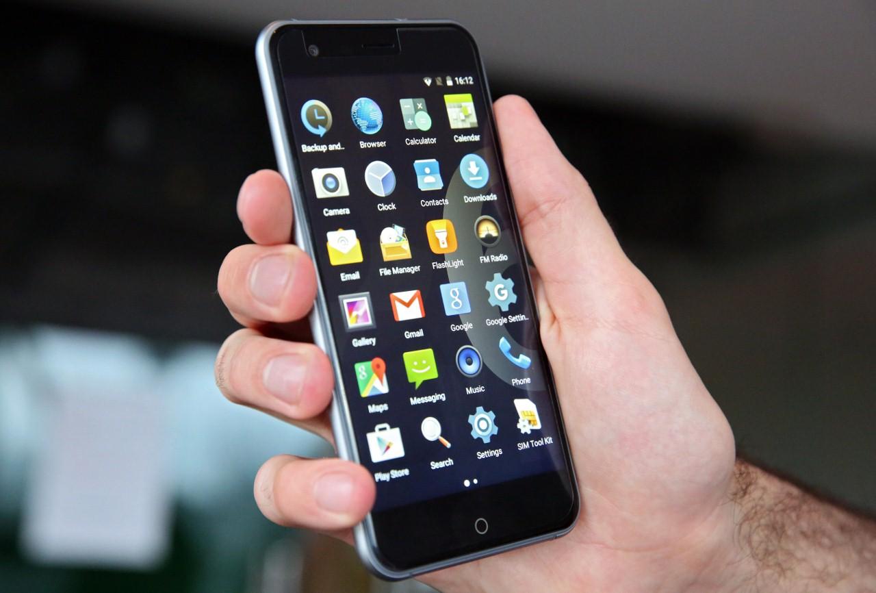 Tesla Smartphone 6.1 mobilni telefon