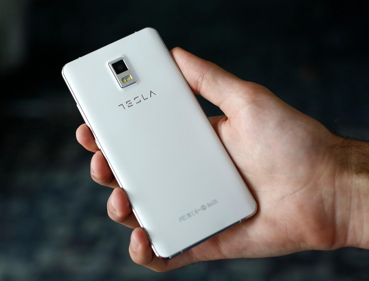 Tesla Smartphone 3.1 smartfon